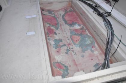 Boston Whaler Outrage-17 Fuel Bed - 15 :: Job Photos